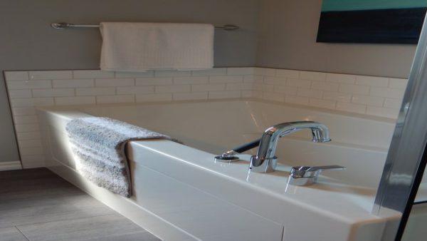 Anleitung: Duschwand ohne Bohren montieren